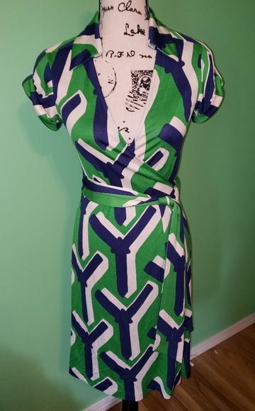 Diane Von Furstenberg Dresses & Skirts - Diane Von Furstenberg Jilda Vintage Silk Dress sz4